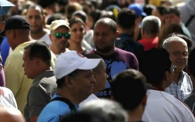 ¿Por qué los hispanos participan poco en la vida cívica de EU?